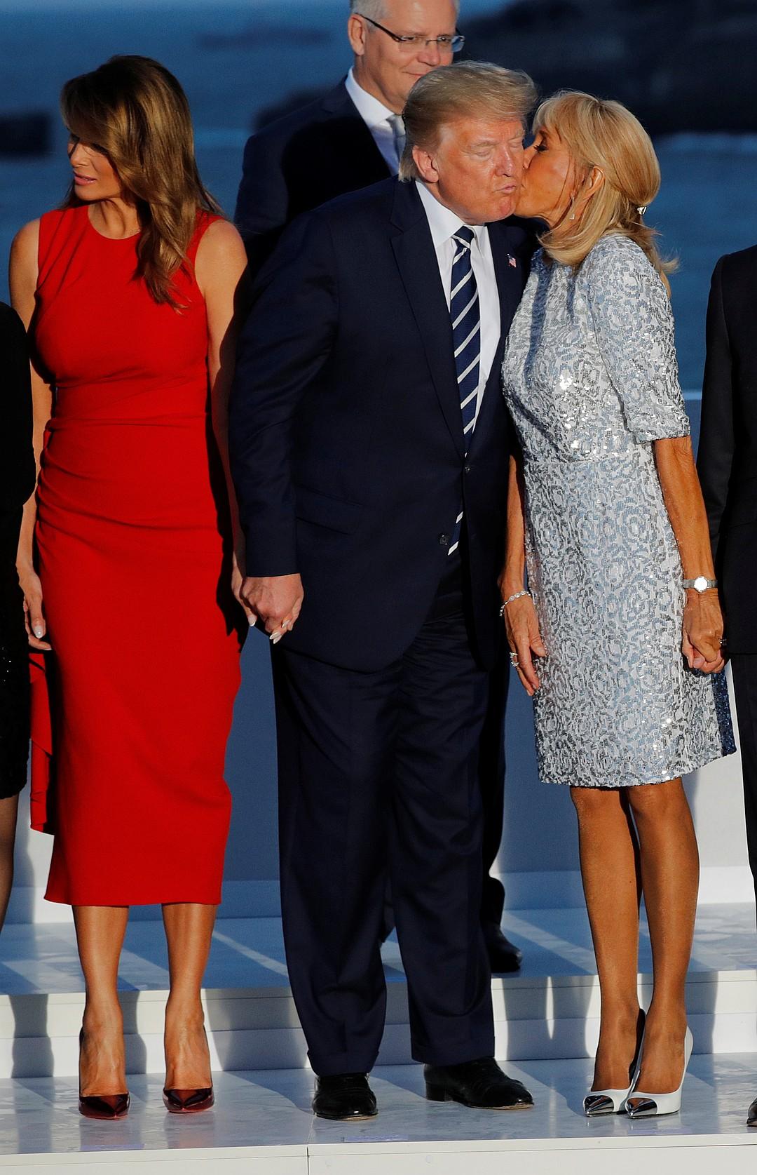 Меланья поцеловала Трюдо после того, как жена Макрона поцеловала Трампа