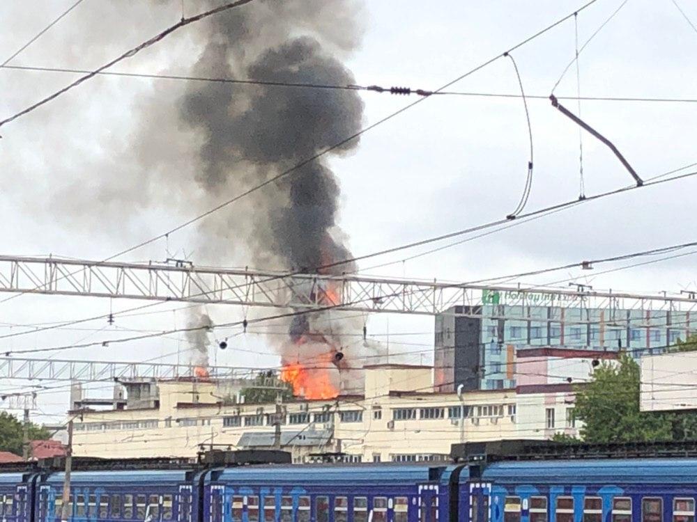 Мощный пожар у Павелецкого вокзала в Москве: есть раненые
