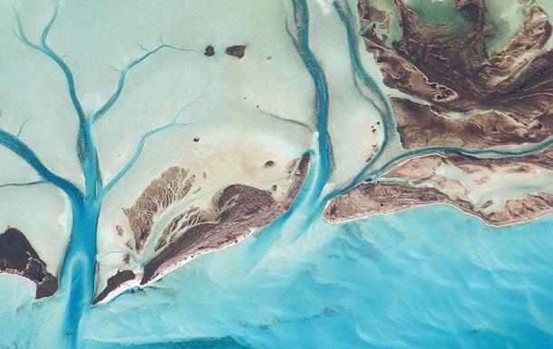NASA показало захватывающие фото Багам с космоса