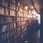 Обзор у выставки «Полезные книги для умников и умниц»