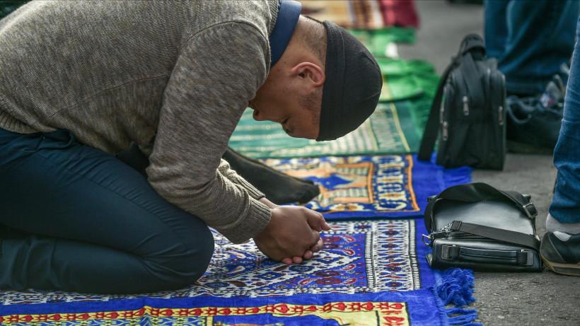 Около 300 мусульман Люберец поучаствовали в молитве в честь праздника Курбан-байрам