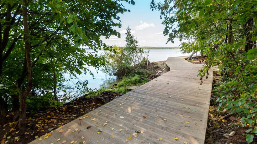 Площадку для воркаута установили на набережной озера Сенеж в городском округе Солнечногорск