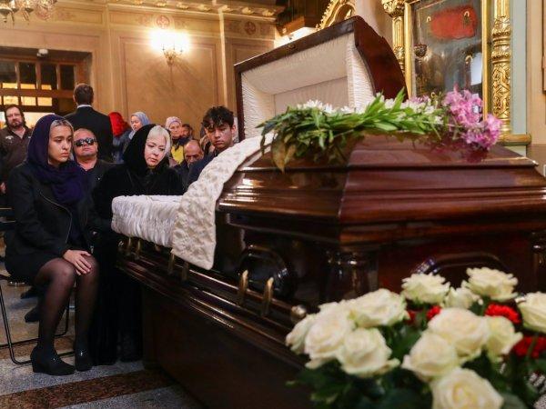 СМИ: вдова Вилли Токарева начала задыхаться на его похоронах