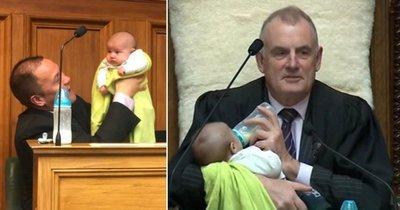 Спикер парламента понянчился с младенцем во время заседания