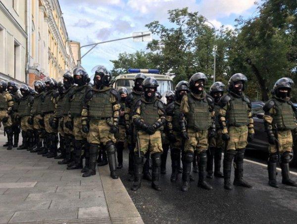 В центре Москвы после митинга задержаны более 200 человек