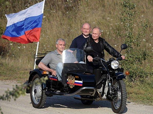 В день митинга в Москве Путин посетил байк-шоу «Ночных волков» в Крыму на «Урале» с коляской
