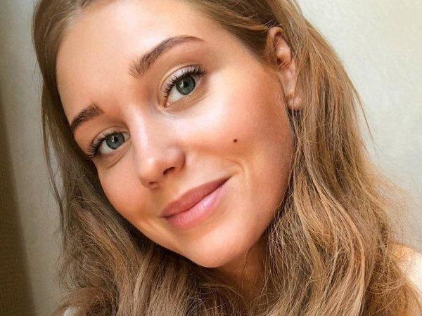 «В фотошопе себя размножила»: Асмус в компании «сестричек-моднявок» произвела фурор в Сети