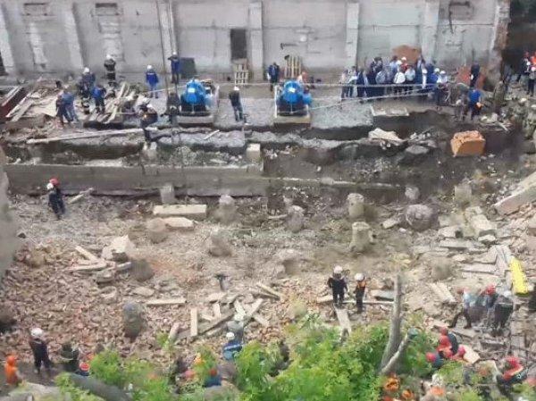 В Новосибирске рухнула стена дома: есть погибшие, под завалами - люди