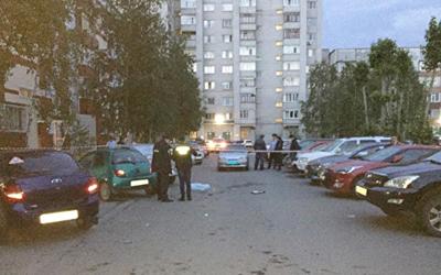 В Сургуте сотрудник МЧС зарезал одного полицейского и ранил другого