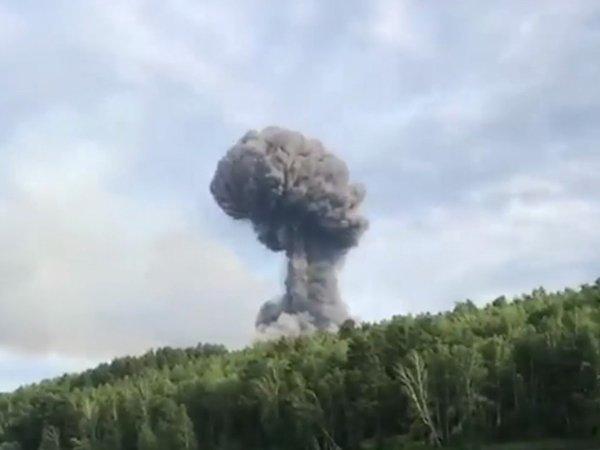 Видео взрывов на складе боеприпасов в Красноярском крае появилось в Сети