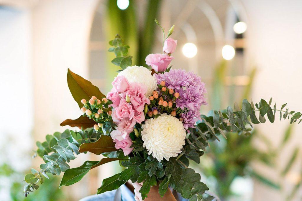 Сервис доставки цветов предлагает разнообразие и красоту букетов