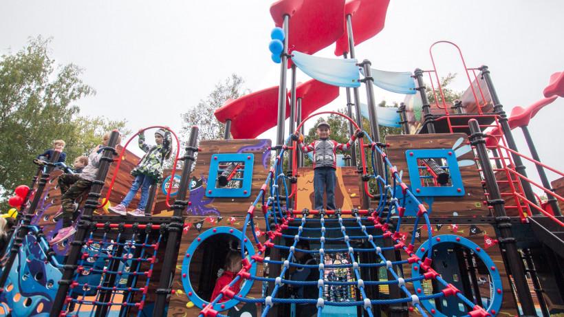 Более 100 детских площадок установили в Подмосковье по губернаторской программе