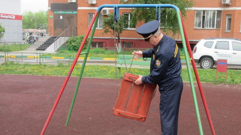 Более 40 детских площадок отремонтировали в Подмосковье за неделю