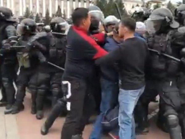 """Бурятию захлестнули протесты против задержания сторонников шамана-""""экзорциста"""" и результатов выборов"""