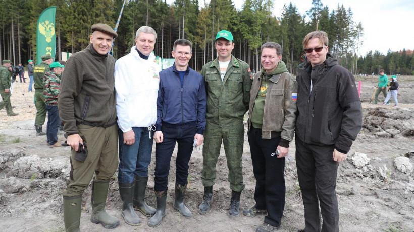 Чупраков и Куракин посадили деревья в деревне Хлюпино Одинцовского округа