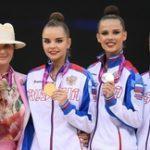 Дина Аверина – чемпионка мира по художественной гимнастике в упражнениях с булавами и лентой, сборная России – выиграла командный турнир