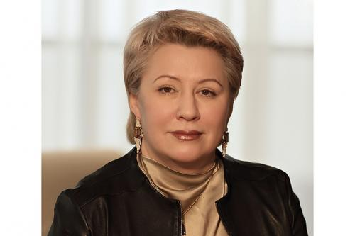 Марина Седых Компания: Иркутская нефтяная компания Место компании в рейтинге: 43 Отрасль: нефть и газ Выручка: 192,6 млрд рублей Марина Седых — единственная в России женщина, возглавляющая нефтегазовый бизнес. Гендиректором «Иркутской нефтяной компании», сооснователем и совладельцем которой она является, Седых работает с момента ее запуска в 2000 году. С 2015 года она входит в рейтинг богатейший женщин России по версии Forbes, в 2018 году ее состояние составило $350 млн.