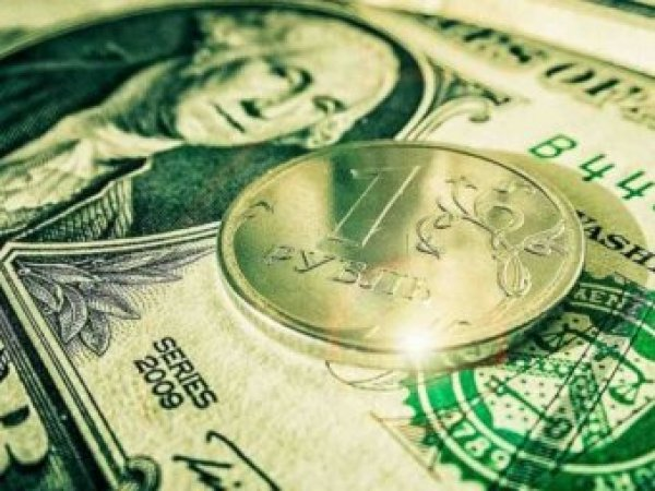 Эксперт дал прогноз по курсу рубля на фоне укрепления доллара