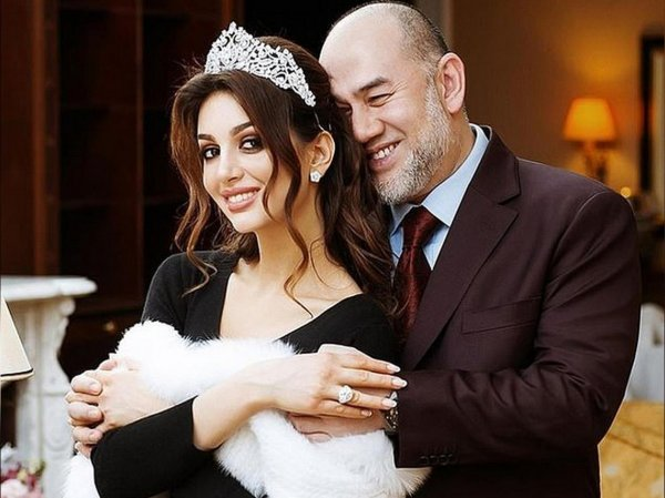 """""""Это больно"""": Оксана Воеводина рассказала подробности развода с экс-королем Малайзии"""