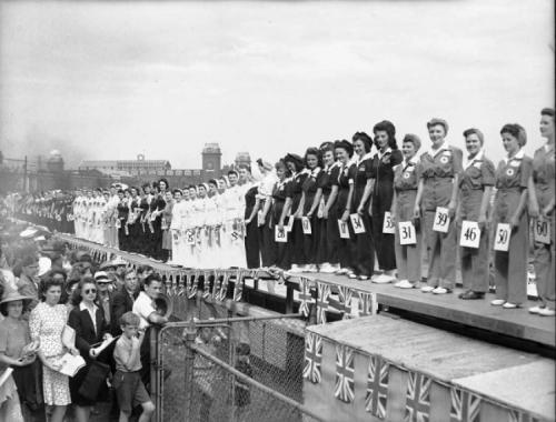 Конкурс красоты среди женщин, которые работали во время войны - 1942 год Конкурс проходил в Канаде. Принять участие в нем могла любая женщина, которая работала в условиях войны.
