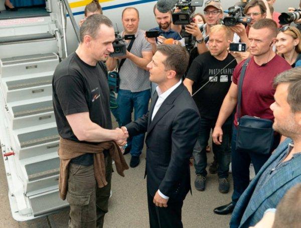 Киев с помпой встретил вернувшихся из РФ заключенных. Список всех освобожденных попал в СМИ