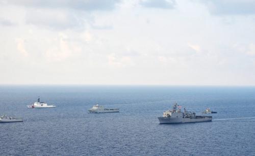Яванское море Нападений за год: 24 Здесь постоянно проходят совместные учения ВМС Индонезии и ВМС США, но пираты не собираются покидать эти богатые добычей морские просторы. Только в прошлом году было захвачено 24 судна.