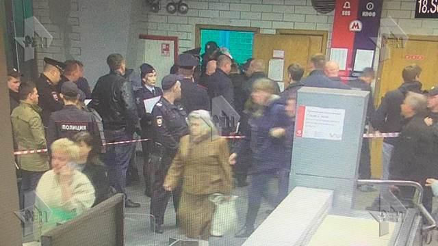 Полицейский расстрелял коллег возле метро в Москве из-за взятки в 2 тысячи рублей