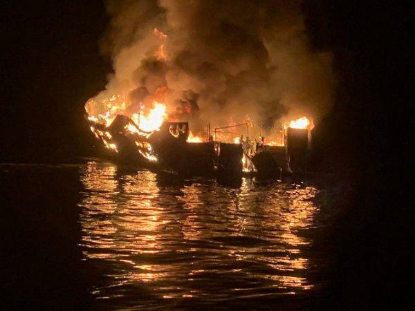 Пожар на яхте в Калифорнии с десятками жертв попал на видео