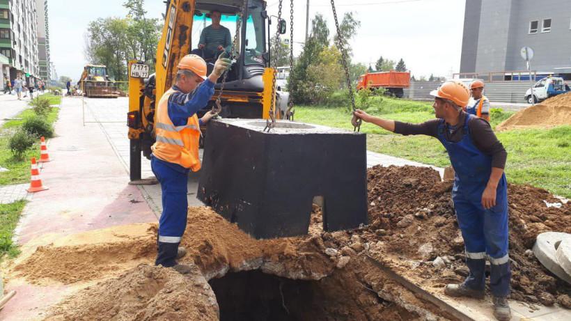 Работы по переустройству инженерных коммуникаций стартовали на Путилковском шоссе