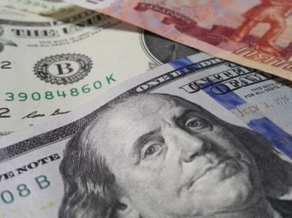 Россияне высказались о падении доллара до 30 рублей