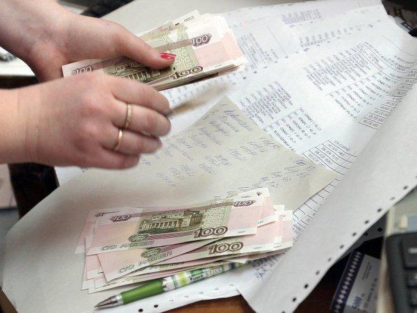 СМИ рассказали, кому и на сколько повысят зарплаты с 1 октября