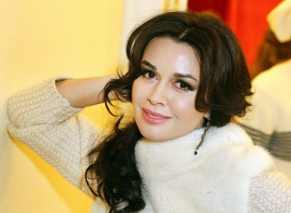 СМИ: умирающую Заворотнюк подключили к аппарату ИВЛ — семья отказалась от помощи