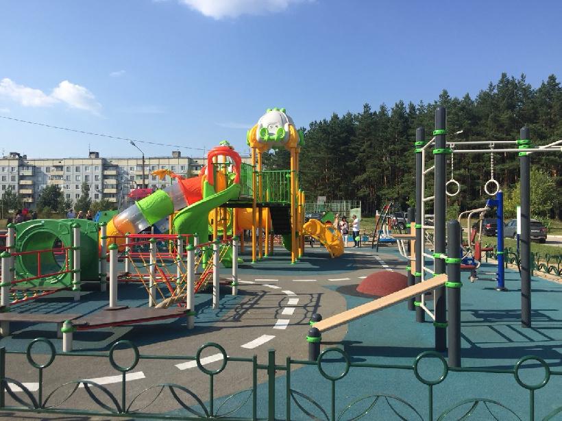 Свыше 10 уникальных детских площадок установят в парках Подмосковья в 2019 году