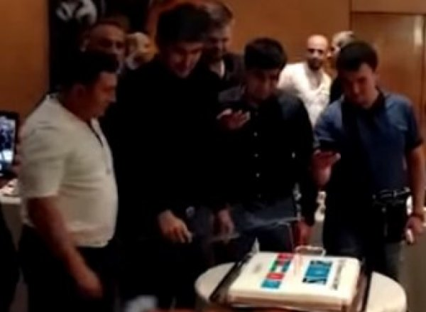 """В Сети появилось видео с дня рождения Гули в компании Армана Дикого, избившего при нем """"законника"""""""