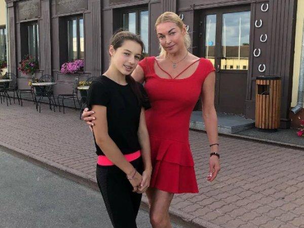 """""""Всю жизнь это скрывала"""": Волочкова раскрыла тайну нападения на свою дочь"""