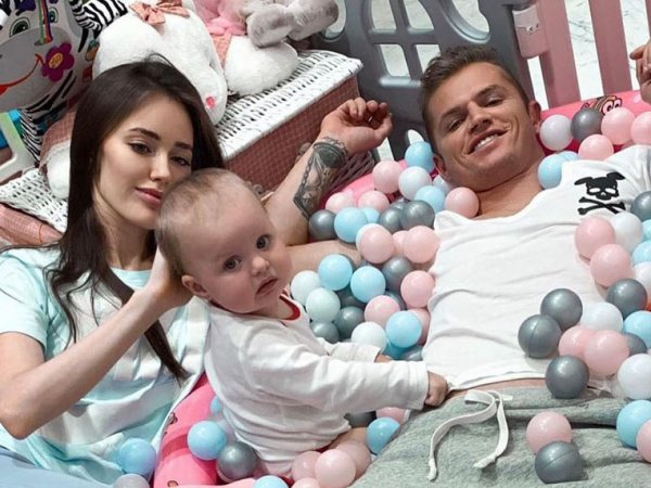 Жена Дмитрия Тарасова Анастасия Костенко объявила о второй беременности, показав живот