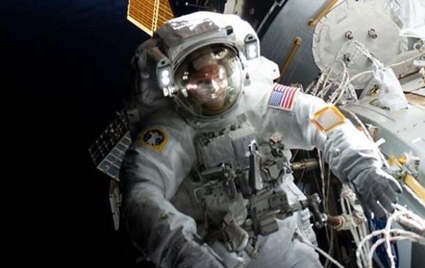 Американские космонавты совершили семичасовую космическую прогулку