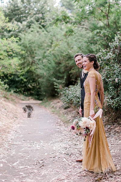 Еноты украсили свадебную фотосессию