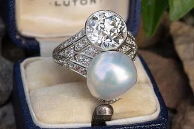 Интернет-пользователи раскритиковали кольцо за 55 000 долларов из-за сходства с прыщом