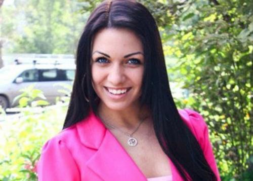 7-е место 18-летняя девушка из Красноярска «Продам девственность, необходима сумма 800 000 р. Деньги нужны срочно, поэтому продаю самое сокровенное. Согласна встретиться хоть завтра! Согласна на проверку». Вот рекламное объявление, обреченное на успех. Согласием на столь экстравагантное предложение ответил известный пранкер из Рунета Евгений Вольнов, заплатив даже больше положенной суммы — 900 тысяч рублей.