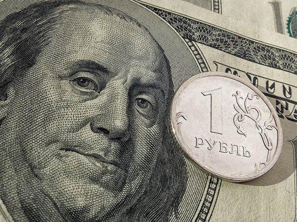 Эксперты: курс доллара вступил на путь ослабления