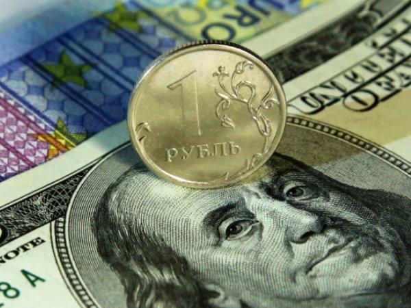 Эксперты назвали курс доллара при обрушении цен на нефть