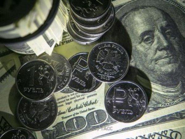 Эксперты: в ноябре курс рубля продолжит падать