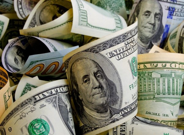 Эксперты: за неделю доллар может упасть до минимума