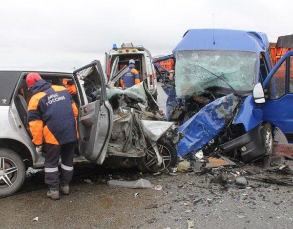 На Алтае столкнулись два микроавтобуса: 8 погибших