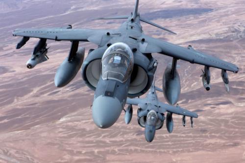 3. AV-8B Harrier II Не самый известный в медиа американский самолет, который в самих войсках носит гордый титул «рабочей лошадки». На сегодняшний день AV-8B Harrier II можно считать уже «классическим» штурмовиком. Используется преимущественно Корпусом морской пехоты США. В 1993 году машина претерпела серьезную модификацию, которая позволила ей стать в один ряд с самолетами предпоследнего поколения.