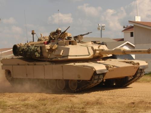 1. M1A1 Abrams Основной боевой танк армии Соединенных Штатов Америки. Используется уже не одно десятилетие. Несмотря на постоянную модернизацию, далеко не во всем отвечает последним веяниям в области бронетехники. Впрочем, недооценивать эту боевую машину точно не стоит. Изначально внушительные тактико-технические характеристики делают M1A1 Abrams серьезным противником в поле.