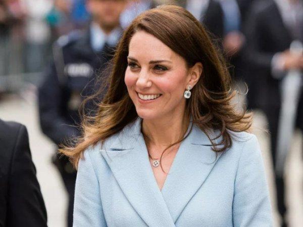Принц Гарри на глазах брата грязно облапал зад Кейт Мидлтон
