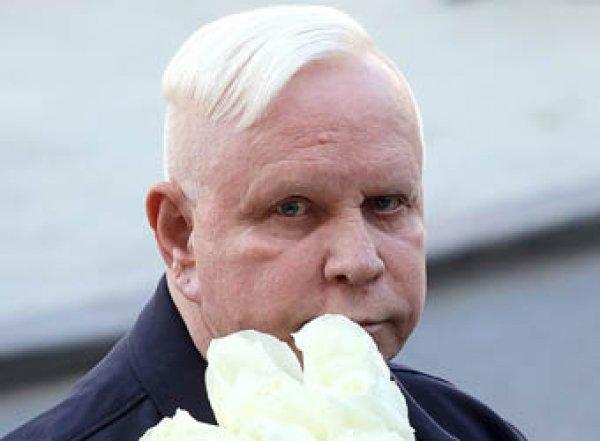 Разбитый инсультом и обнищавший Борис Моисеев тратит на прислугу всю пенсию