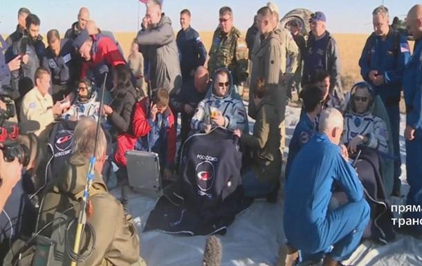 В Казахстане приземлился корабль Союз с тремя членами экипажа МКС